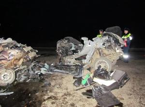 В Ростовской области после лобового столкновения с «Газелью» «Опель» разорвало на части: 3 погибли