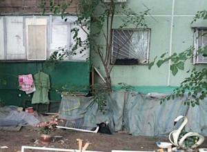 Хроническая «мусорщица» Ростова устроила из квартиры свалку и переехала жить под балкон
