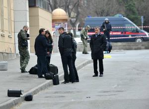 Уголовное дело о «покушении на убийство» возбудили следователи после взрыва у школы в Ростове