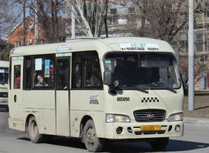 Четыре человека, в том числе 12-летний мальчик, получили травмы в жутком ДТП с маршруткой в центре Ростова