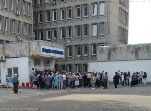 С очередями из стариков в поликлинике Ростова пообещали бороться через Интернет и инфоматы