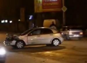 В Ростове на проспекте Стачки водитель «Шевроле Лачетти» протаранил пять машин