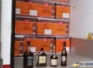 На Дону задержали 30 000 бутылок элитного алкоголя, замаскированных под стройматериалы. Видео