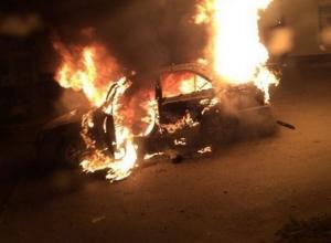 В Ростове на Таганрогской взорвался автомобиль «Хендай». Видео