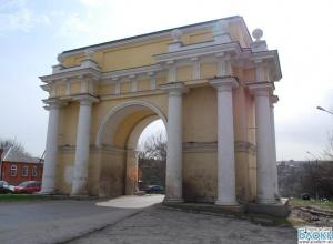 На реставрацию Триумфальной арки в Новочеркасске потратят 9,6 млн рублей