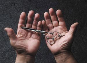 19-летняя жительница Ростовской области вонзила в грудь любовника маникюрные ножницы
