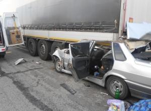 В Ростовской области на трассе М-4 «Дон» ВАЗ влетел под грузовик ДАФ