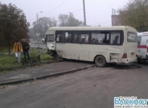 В Ростове в ДТП с маршруткой пострадали шесть человек