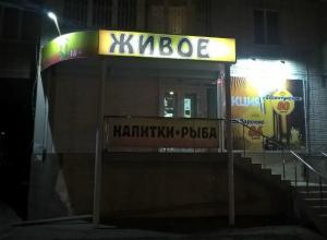 «Фантомас» с ножом «забаррикадировал» продавщицу и ограбил кассу пивного магазина в Ростове