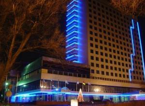 В Ростове с 12-го этажа гостиницы Don-Plaza выбросилась 28-летняя девушка