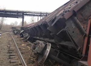 Опасные маневры машиниста привели к столкновению тепловозов и сходу десяти вагонов под Ростовом