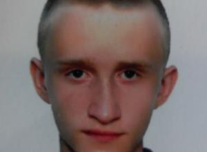 Ушедшего из дома светловолосого 15-летнего парнишку разыскивают в Ростовской области
