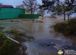 В Ростовской области еще сутки будут сильный дождь и шквалистый ветер