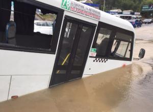 Блокбастер о «ныряющей» маршрутке от коммунальных служб и общественного транспорта Ростова попал на видео