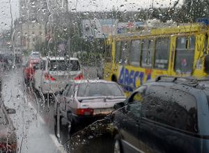 Причиной транспортного коллапса в Ростове стал первый осенний дождь