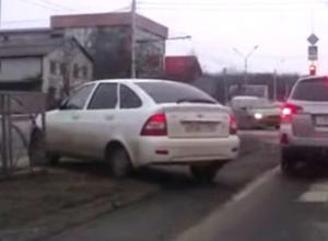 Чудовищный разворот ростовского автохама в Ставрополе попал на видео и вызвал насмешки в соцсетях