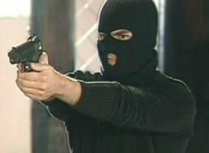 За два часа молниеносные бандиты с пистолетом ограбили аптеку и магазин в Ростове