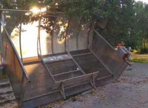 Ласковый летний ветерок уронил остановку и обвалил кладку дома в центре Ростова
