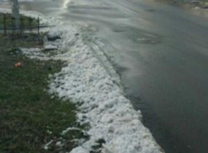 «Здесь был Дед Мороз»: усыпанный снежными сугробами перекресток удивил жителей Ростова