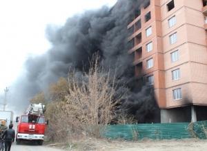 В Батайске в строящемся доме произошел пожар. Видео