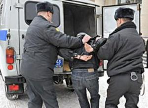 Пьяный дебошир обругал матом и избил полицейского на железнодорожном вокзале Ростова