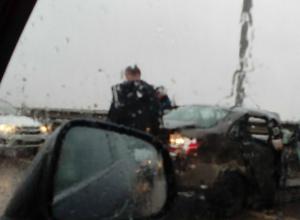 Не справившийся с управлением водитель легковушки погиб в двойном ДТП под Ростовом