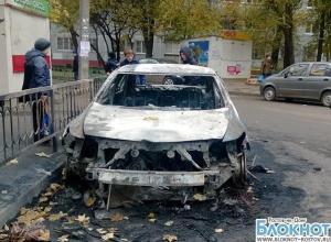 В трех районах Ростова-на-Дону за ночь подожгли 15 автомобилей