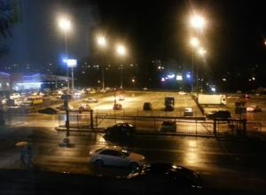 Ночной дрифт ростовских гонщиков на стоянке «Окей» не дает спать жителям Северного