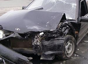 В Ростовской области ВАЗ-2114  врезался в дерево: водитель погиб, двое травмированы