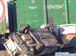 В Ростовской области товарный поезд протаранил легковушку