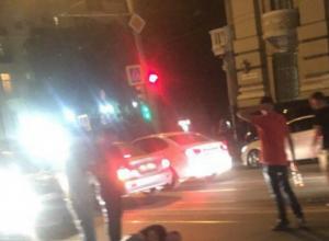 Выскочивший на дорогу пешеход попал под колеса опытного автомобилиста в центре Ростова