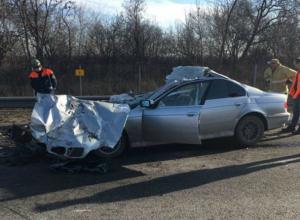 Водитель легковушки и его молодая пассажирка насмерть разбились о встречный грузовик под Ростовом