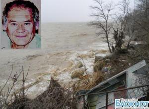 В Таганроге во время наводнения мужчину смыло в море