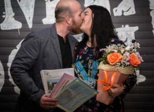 Нежными поцелуями закрепляли свой триумф победители конкурса «Самая счастливая пара-2017»