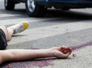Промахнувшуюся мимо «зебры» женщину сбил молодой водитель иномарки в Ростовской области