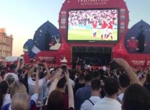 Пятый гол сборной России взорвал фан-зону залпами конфетти в Ростове