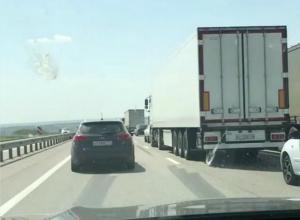 «Дорожные войны» устроили обиженные на отдыхающих дальнобойщики под Ростовом