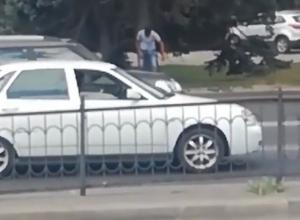 Ставший жертвой безумного пятничного угара мужчина попал на видео в Ростове