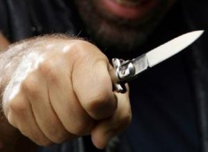 Прохожий получил несколько ударов ножом от хулигана в Ростове