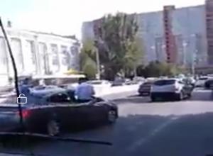 «Обезумевший от радости» свадебный кортеж безобразничал на дороге Ростова