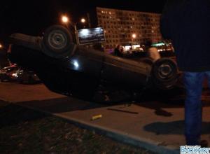 В Ростове за выходные по вине водителей-лихачей перевернулись две машины