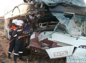 В Ростовской области пассажирский автобус «Неоплан» столкнулся с КАМАЗом: погиб один человек