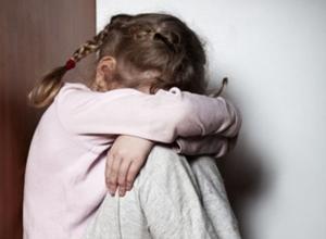 Пьяная ростовчанка выгнала пятилетнюю дочь мерзнуть в подъезде