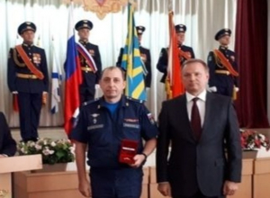 Пятерых храбрых и мужественных воинов-авиаторов наградили знаками губернатора Ростовской области