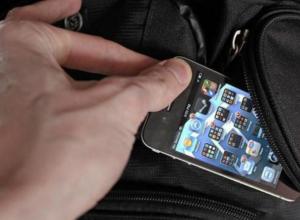 Дорогой телефон «увели» у хозяйки в магазине одежды в Ростовской области
