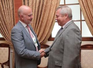 Губернатор Ростовской области подарил послу Хорватии альбом со своими фотоработами