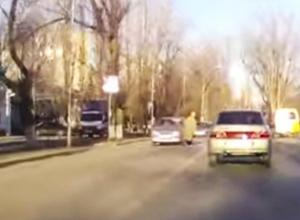 В Ростовской области водитель «Лады» сбил пенсионерку на пешеходном переходе и уехал. Видео