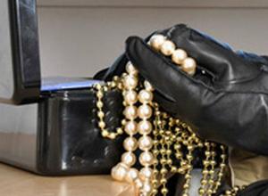 Шкатулки с драгоценностями лишилась женщина после тайного проникновения рецидивиста в Ростове