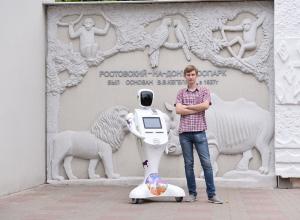 Дружелюбный робот-кассир WayBot продает билеты в ростовском зоопарке
