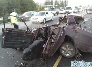 В Ростовской области «семерка» на встречной столкнулась с пассажирским автобусом